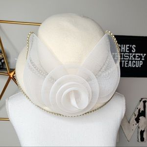 Vintage cream felted wool hat chiffon rose trimmed
